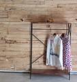 棚付きの鉄と木のハンガーシェルフ リール