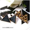 ● モードな雰囲気 スタッズ付き 三角 ハラコピアス 2カラー ●
