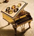 ゴールドのみ【予約商品4月上旬出荷】【CRYSTOCRAFT】ピアノ/スワロフスキークリスタル使用/音楽雑貨