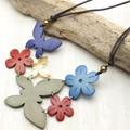 【均一SALE】蝶と花のウッドネックレス