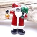 【クリスマス】プレゼントを持ったサンタさんのブローチ
