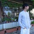 DiscriminationLess スリムフィット変わり織りスタンドカラーシャツ ブルー