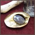 【均一SALE】鱗メタルと天然石のブローチ【イタリア】