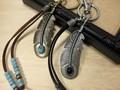フェザーモチーフのキーホルダー・2カラー