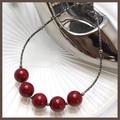 【日本製】5粒の塗り赤とパイプのネックレス【クラシカルレッド】