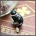 ちいさめ黒猫のピンブローチ
