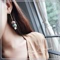 2色★コロコロ揺れるツートンカラー刺繍糸ボール&パールピアス e099