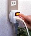 【こまめにON/OFFでムダな待機電力をカット!】 雷ガード付2口節電コンセント