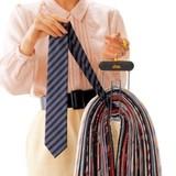 ニュータイハンガー(ネクタイハンガー) ネクタイを選び、上にひっぱればOK