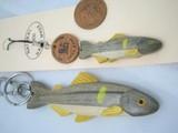手作り 木製の渓流魚のキーホルダーとストラップ