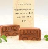 木でできた【バス】のカードスタンド