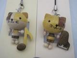 木製手作り 頭の大きなネコと楽器のストラップ 猫