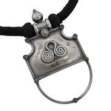 チベットペンダント 【簡易ネックレス紐付き】流行のチベットアクセサリ−♪