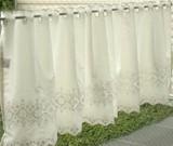 【小窓カフェカーテン】刺繍を施したカフェカーテン「エンブスクエアー」