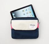 充電器なども一緒に持ち運び!ポケット付の使い易いタブレットケース FLOPPY iPadケース