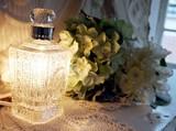 〜まるで本物の香水瓶のようなデザイン〜アロマライト 3Color