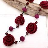 【均一SALE】ワインレッドの薔薇のフェルトネックレス