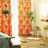 遮光カーテン【ハナカザリ】リースを大らかに構成。ナチュラルな生地でお部屋に合わせやすい遮光カーテン