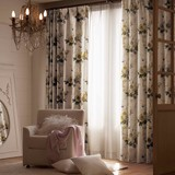 1級遮光カーテン【ダーム】花束と花瓶を写実的に表現。西洋の香りが漂うエレガンスな1級遮光カーテン