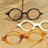 再入荷しました。 アクリル 丸メガネ型 ブローチ 3色展開。シンプル&キュート***
