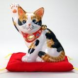 【九谷焼】 5.5号横向き招猫(布団付) 毛長三毛