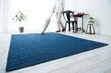 【オーガニックアクシス】オーガニックコットンで織り上げたラグ。2色の糸の陰影で、立体感を強調。