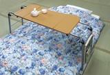 【直送可】【送料無料】角度調節付き伸縮式フリーテーブル(マガジンラック付き)