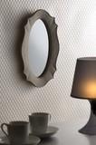 アンティーク調の壁掛けミラー