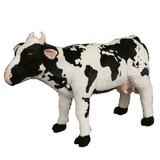 乗って遊べる牛のぬいぐるみ