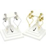 ひし形フレーム&パールのイヤリング