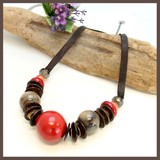 Natural Material Red Brown Short Necklace