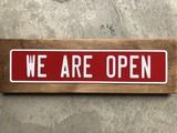 アルミエンボスプレート「WE ARE OPEN」