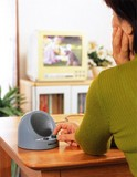 【お好きな場所でテレビの音が楽しめます】テレビの音も聞こえる手もとスピーカー