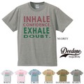 "【DEEDOPE】""INHALE CONFIDENCE EXHALE DOUBT"" 半袖 プリント Tシャツ"