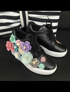 Shoes Colorful Flower Motif Attached High-top Sneaker