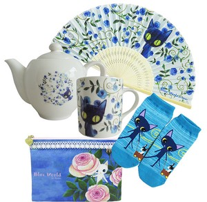 Blue Cat Gift Set 5 Pcs Tea Pot Mug Flat Pouch Folding Fan Socks
