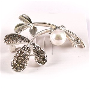 Glitter Brooch Pearl Crystal Flower Bouquet Fashion Gift Gift