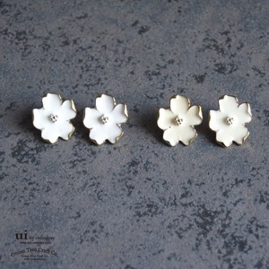 2018 A/W Pierced Earring Flower Flower White Accessory